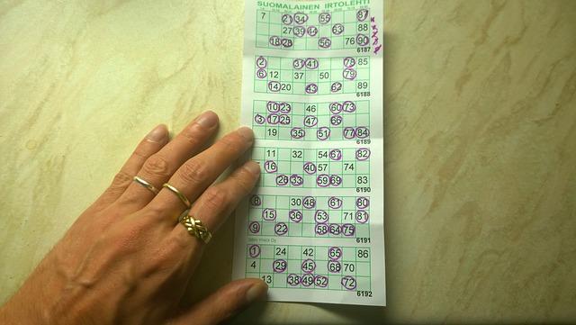 Beschäftigungsidee Senioren - Bingo spielen