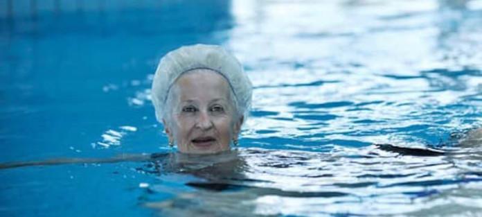 Abnehmen mit Schwimmen im Alter - Kalorienverbrauch beim Schwimmen