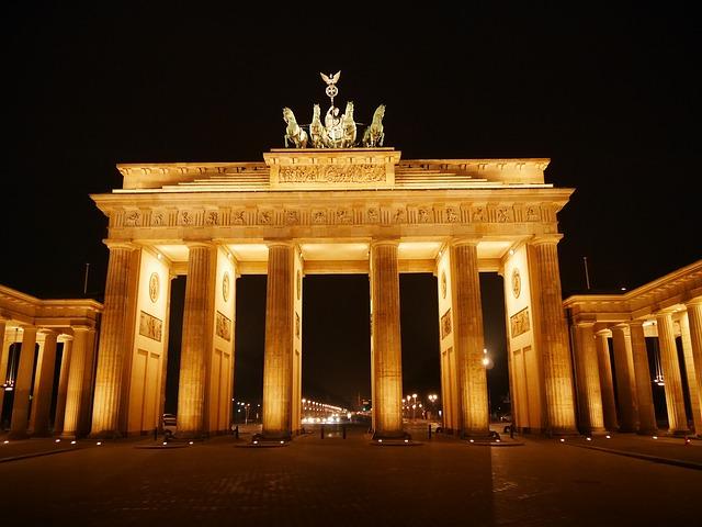 Ausflug nach Berlin für Rentner Senioren und Penionäre - Sehenswürdigkeiten - Brandenburger Tor