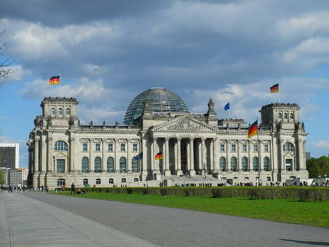 Ausflug nach Berlin für Rentner Senioren und Penionäre - Sehenswürdigkeiten - Reichstag in Berlin