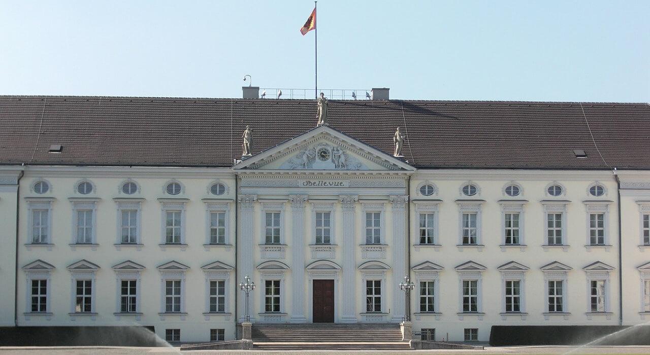 Ausflug nach Berlin für Rentner Senioren und Penionäre - Sehenswürdigkeiten - Schloss Bellevue - Bundespräsident