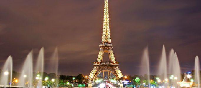 Eifelturm Paris bei Nacht – Sehenswürdigkeiten beliebter Städte in Europa