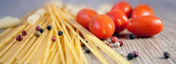 Gesunde ausgewogene Ernährung bei Bluthochdruck - Frühstück Mittagessen Abendessen und Snacks zum Blutdruck senken und Kochrezepte