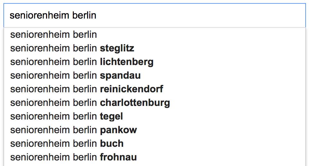 Informationen suchen und finden im Internet mit Google: Hier zeigt Google bei der Suchanfrage nach Seniorenheim Berlin, die dafür relevanten Stadtteile und Bezirke, wie Steglitz, Lichtenberg, Spandau, Reinickendorf, Charlottenburg, Tegel, Pankow, Buch und Frohnau an.