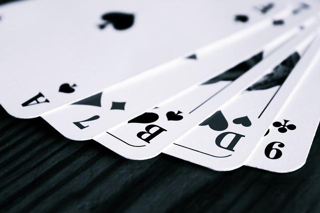 Mau-Mau - Das Kartenspiel für Jung und Alt - Die beliebtesten Gesellschaftsspiele für Senioren