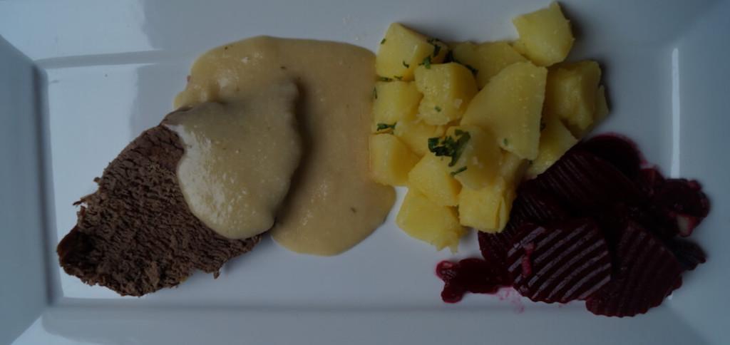 Rezept - Tafelspitz mit Meerrettich-Sauce Kartoffeln und Rote Beete Salat - Zubereitung