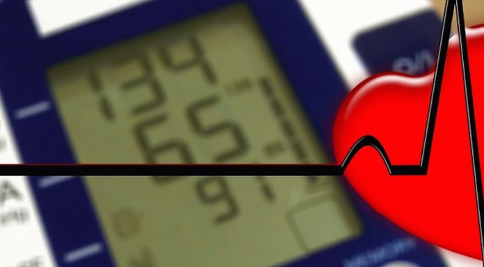 Senioren und Rentner - Bluthochdruck - Blutdruck selbst messen