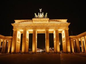 Senioren und Rentner Reisen Ausflug Urlaub Berlin Brandenburger Tor