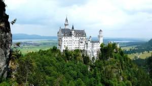 Senioren und Rentner Reisen Ausflug Urlaub Fuessen Schloss Neuschwanstein