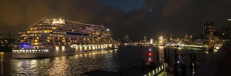 Senioren und Rentner Reisen Ausflug Urlaub Hamburg Hafen Reeperbahn