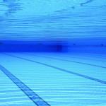 Senioren und Rentner - Sport - Schwimmbad - Gesund halten mit schwimmen im Schwimmbad