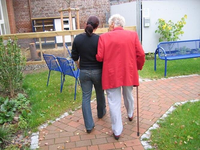 Seniorenheim - Altenheim - Seniorenresidenz - Pflegeheim - Ratgeber - Fragen und Antworten