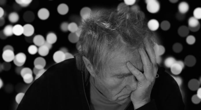 Symtome Anzeichen der Alzheimer Demenz - So erkennt man Alzheimer Demenz