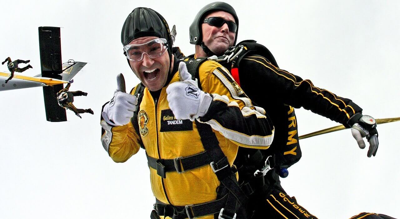 Tandemsprung Senioren und Rentner - Fallschirmspringen zu Zweit als Tandem-Sprung